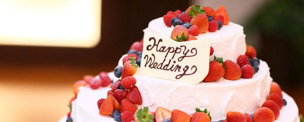 ウエディングケーキ苺とブルーベリー