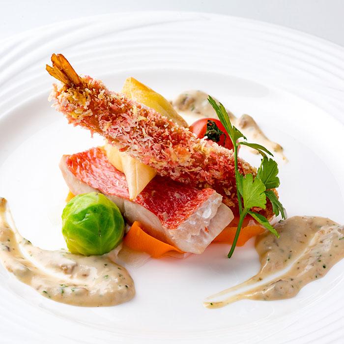 金目鯛のヴァプール 魚介のコルネ 海老のフリットと温野菜添え