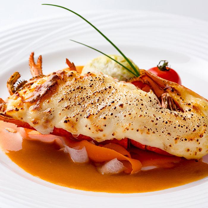 オマール海老のテルミドール シューファルシと紅白野菜添え