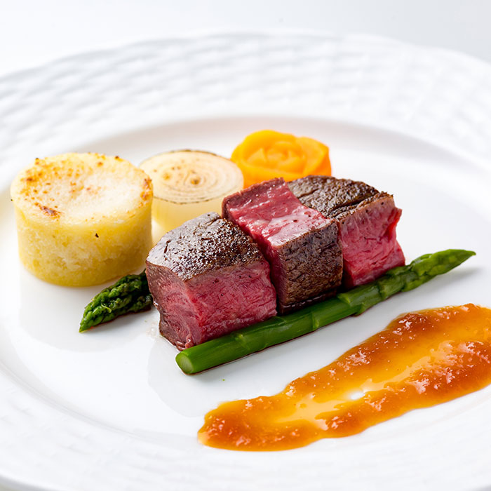 牛フィレ肉のポワレ 温野菜添え デミグラスソース