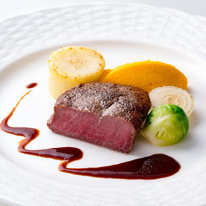 国産牛フィレ肉のポワレ 温野菜添え 赤ワインソース
