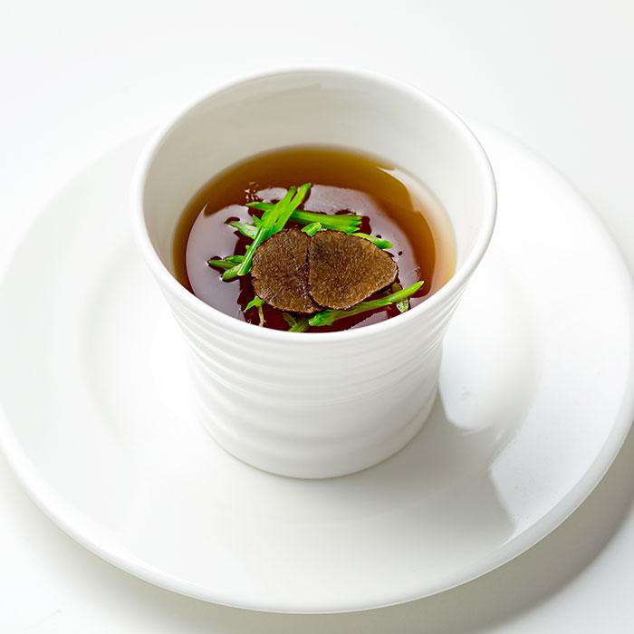 トリュフ入りコンソメスープ